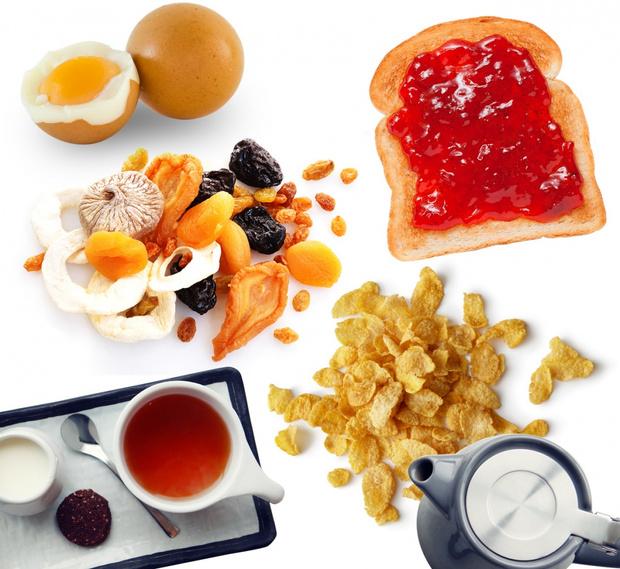 Фото №4 - Завтрак в одиночестве, 300 писем в день и ванна вместо чая: как проходит обычный день Елизаветы II