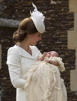 Фото №2 - Первые официальные фото с крестин принцессы Шарлотты