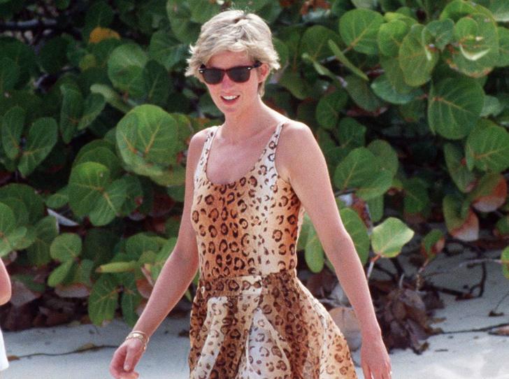 Фото №1 - Как выглядеть безупречно даже на пляже: стильный лайфхак принцессы Дианы