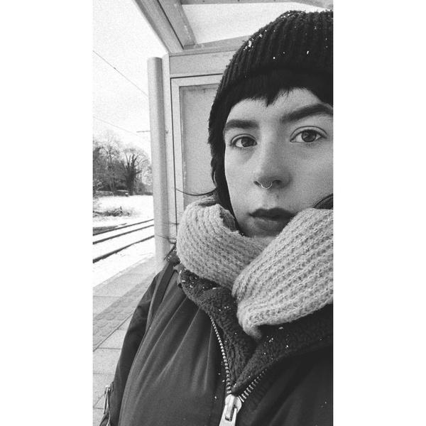 Фото №2 - 28-летняя дочь Николь Кидман и Тома Круза стала похожа на панка-подростка