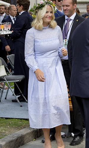 Фото №17 - 10 примеров, когда королевы и принцессы надели одно и то же