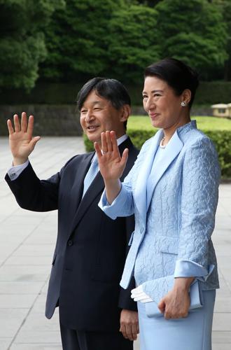 Фото №3 - Как прошла встреча четы Макрон с императором Японии
