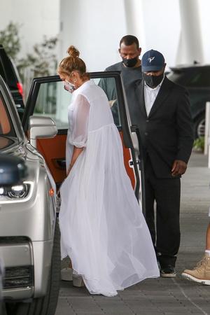 Фото №2 - Репетиция свадьбы? Дженнифер Лопес в образе, достойном невесты