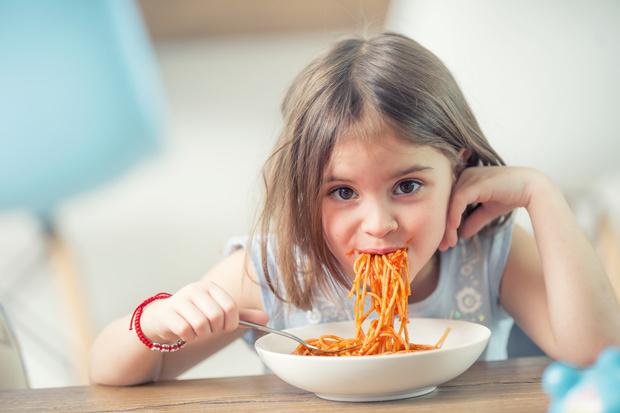 Детей в школах запретили кормить макаронами по-флотски