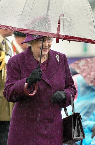 Фото №28 - Виндзорские зонтики: королевский способ спрятаться от дождя