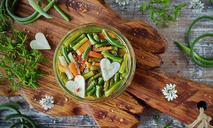 Салат из пастернака и чесночных стрелок на зиму