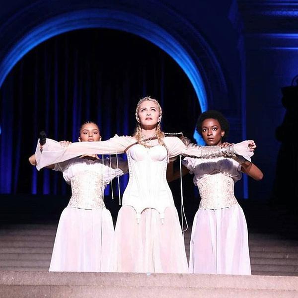 Фото №4 - Мадонна затмила Божественный свет на Met Gala 2018
