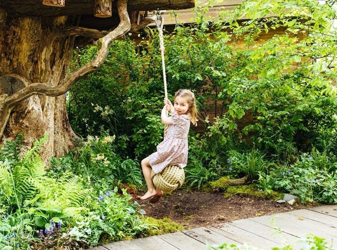 Фото №3 - Кейт с семьей весело провела время в саду (и заодно представила новый проект)