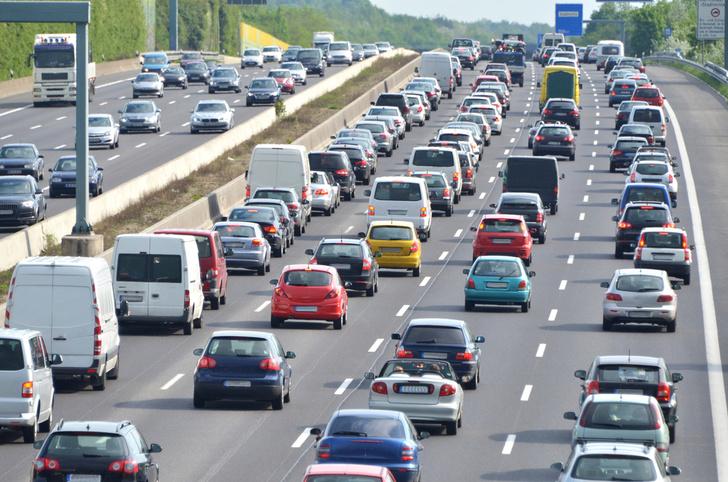 Фото №1 - В Германии могут запретить автомобили с двигателями внутреннего сгорания