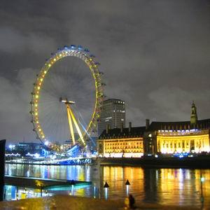Фото №1 - Лондонское колесо обозрения зажглось