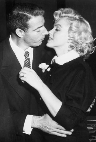 Фото №7 - Три свадьбы Мэрилин Монро: в чем выходила замуж главная блондинка Голливуда