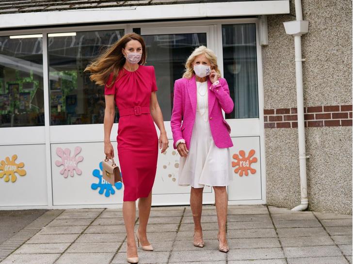 Фото №3 - Красный против розового: первая модная битва герцогини Кейт и Джилл Байден