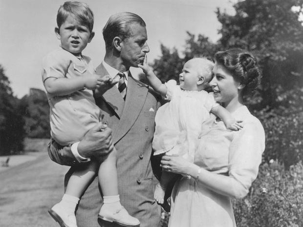 Фото №5 - Как Виндзоры отреагировали на смерть принца Филиппа (и почему все снова осуждают Сассекских)