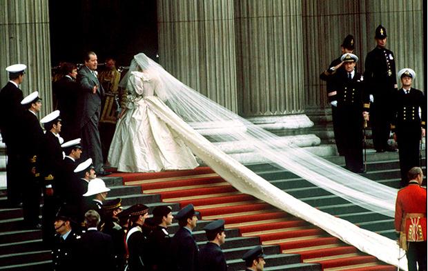 Фото №8 - Свадебное платье-катастрофа принцессы Дианы