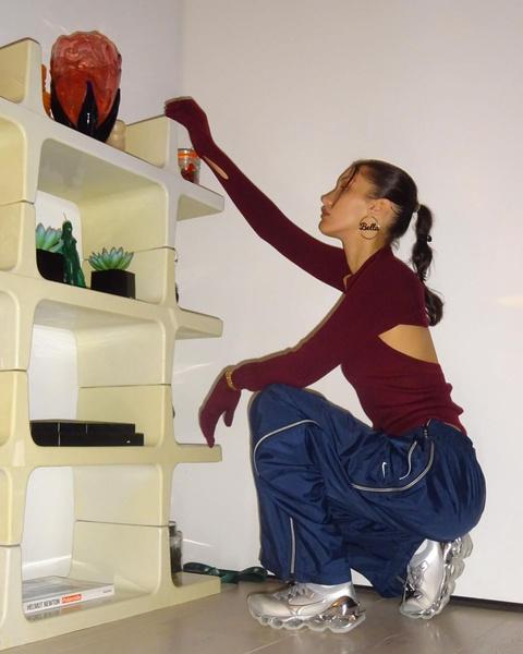 Фото №2 - Стильная прическа на каждый день: делаем необычный хвостик как у Беллы Хадид
