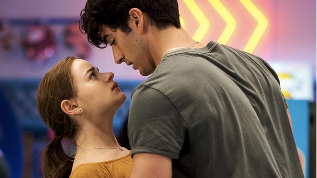 Фото №2 - «Будка поцелуев 2»: 5 причин, почему Эль должна была бросить Ноа