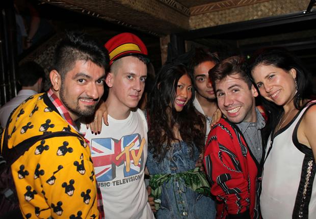 Фото №2 - Самые стильные наряды на вечеринках!