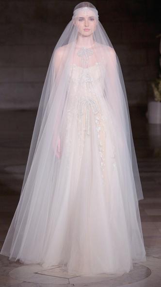Фото №8 - 10 звезд, которые вышли на красную дорожку в свадебном платье