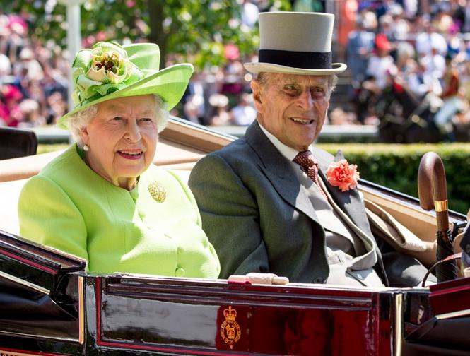 Фото №2 - Чья шляпа лучше: герцогиня Кембриджская и другие на Royal Ascot 2017