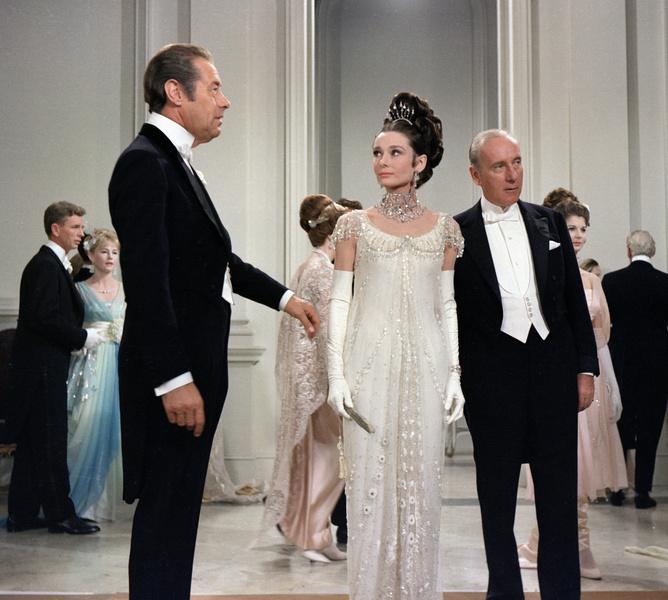 Фото №5 - В стиле сексуальной Одри Хепберн: самые провокационные «голые» платья на Met Gala