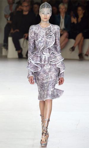 Фото №9 - Было/стало: как дизайнеры перешивают свои наряды ради Кейт Миддлтон