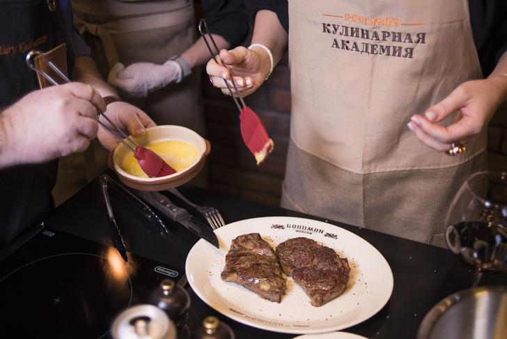 Фото №1 - Пароли и явки: где научат делать сочный стейк