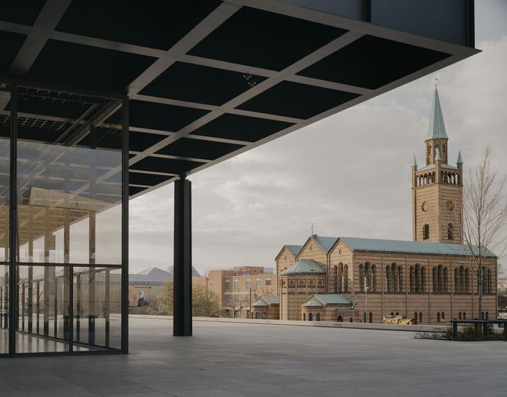 Фото №1 - Последнее здание Людвига Миса ван дер Роэ открылось после реконструкции