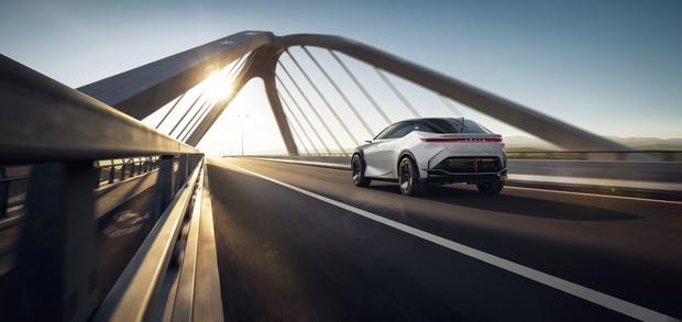 Фото №6 - Lexus представил новый концепт-кар с полностью электронной системой управления