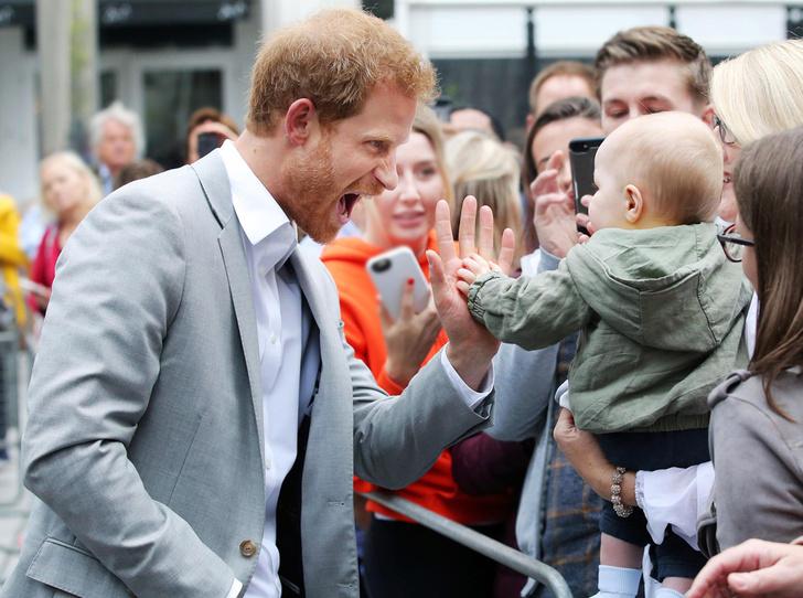 Фото №1 - 25 фотодоказательств, что принц Гарри будет отличным отцом