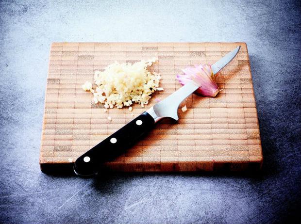 Фото №6 - Рецепт недели: сибас в тесте с соусом «Шорон»