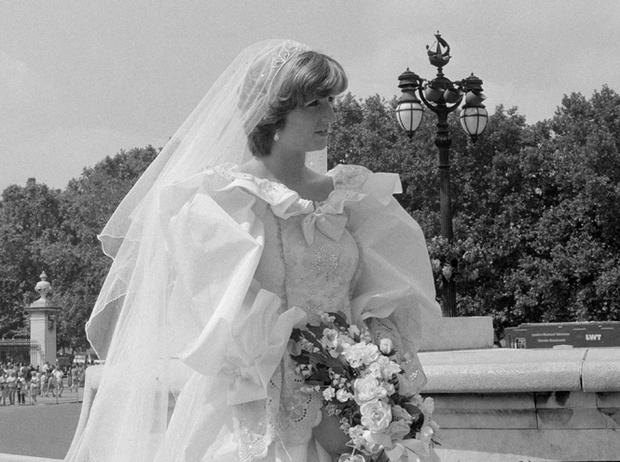 Фото №6 - Секретное свадебное платье принцессы Дианы