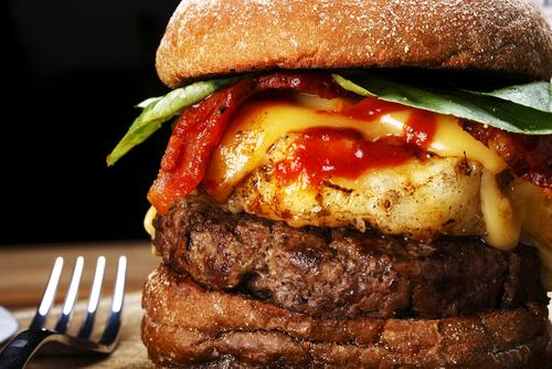 Фото №2 - 3 рецепта бургера с «национальным характером»