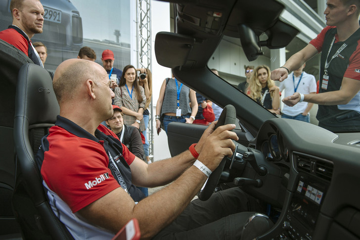 Фото №3 - Вирус Porsche: как прокатиться на всех моделях автомобильного бренда за один день