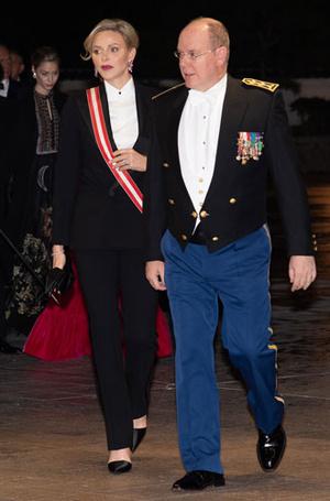 Фото №26 - Как королевские особы носят брючные костюмы