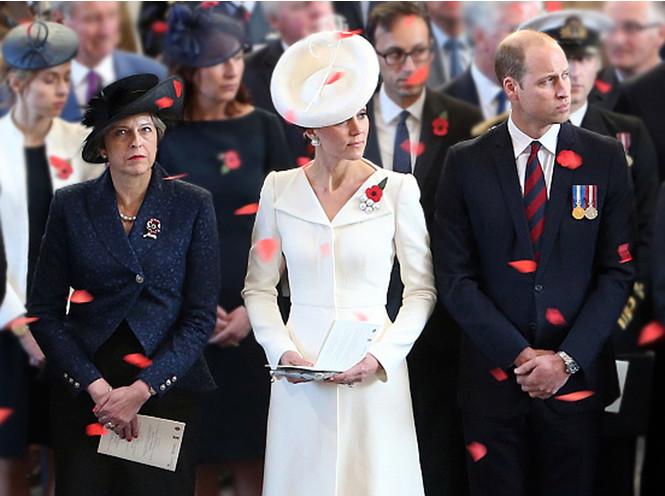Фото №6 - Шляпу надень: почему Меган Маркл придется привыкать к головным уборам