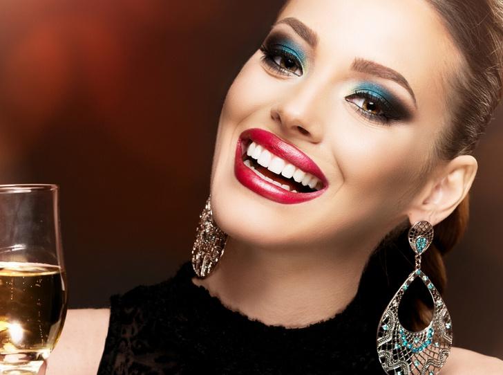 Фото №4 - 6 ошибок, которых стоит избегать в новогоднем макияже