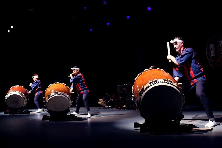 Фото №1 - Энергия ритма и японские барабаны: группа «Taikoza» в Доме музыки