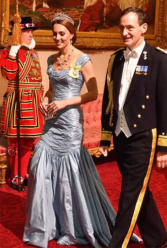 Фото №8 - Парад тиар в Букингемском дворце (и самая большая – у королевы Максимы)