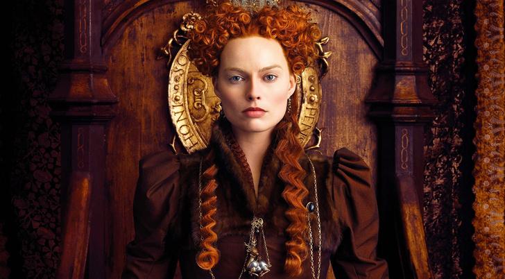 Марго Робби в образе королевы Елизаветы / Фотокадр из фильма «Две королевы»