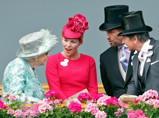 Фото №2 - Почему развод старшего внука Королевы может стать опасным для Короны