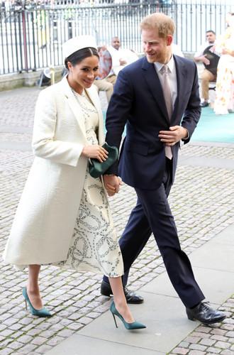 Фото №2 - Почему герцогиня Меган не отказывается от шпилек во время беременности