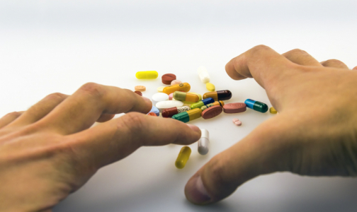 Фото №1 - ФАС выяснит, почему «Арбидол» начали рекламировать как препарат от коронавируса