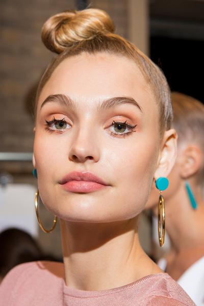 Фото №19 - 11 трендов макияжа весны-лета 2018 с недели моды в Нью-Йорке