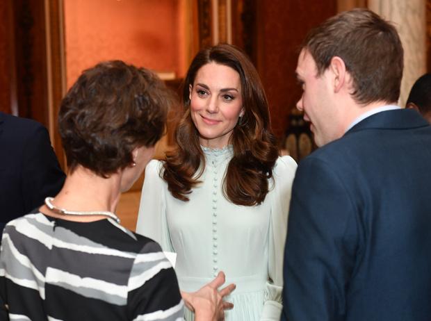 Фото №1 - Как герцогиня Кейт укрепила свои позиции в королевской семье с помощью всего одного платья
