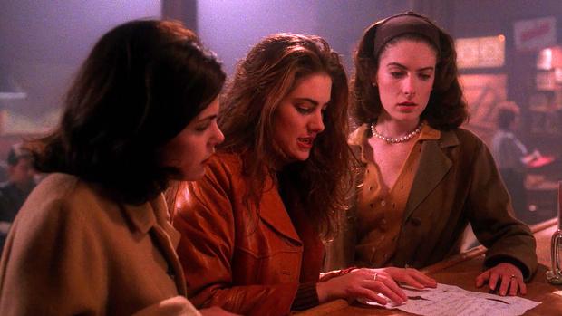 Фото №1 - Легендарные сериалы, которые любила молодежь 90-х