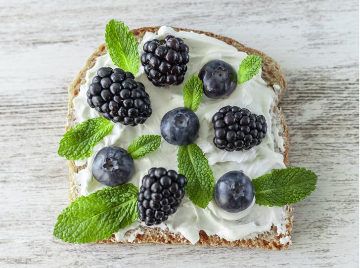 Фото №4 - Правильное утро: 5 рецептов вкусных и полезных бутербродов