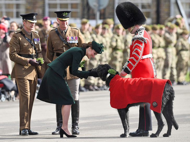 Фото №2 - Герцогиня Кембриджская на параде в честь Дня святого Патрика