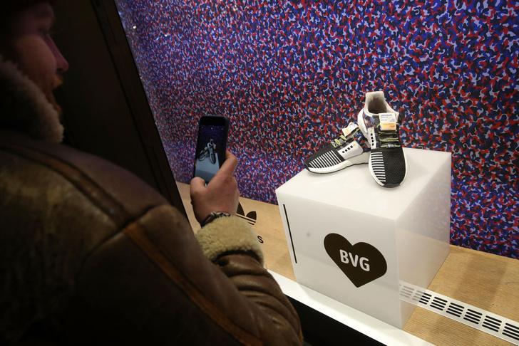 Фото №1 - В Берлине стартовали продажи кроссовок-проездного