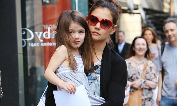 Фото №1 - Кэти Холмс вместе с дочерью переехала в другую квартиру