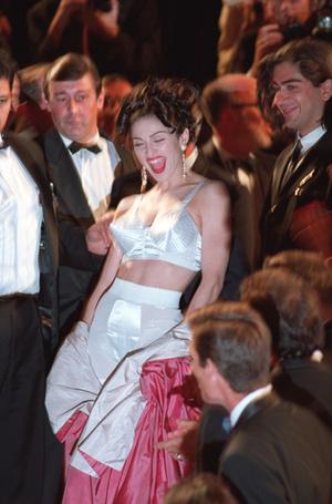 Фото №31 - Войти в историю: 35 культовых платьев Каннского кинофестиваля